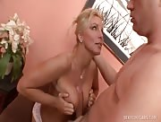 Video porno Branlette espagnole pour Mature blonde